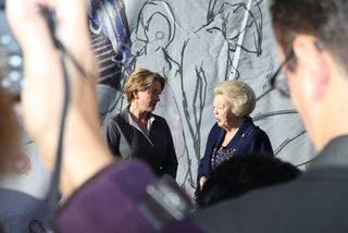Emma-and-Queen-Beatrice-photocall1