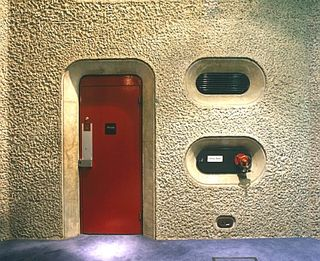 A039-00005_Barbican_Estate_London_Although_brutalist_in_style_the_Barbicans_Architects_Peter_Chamberlin_Geoffry