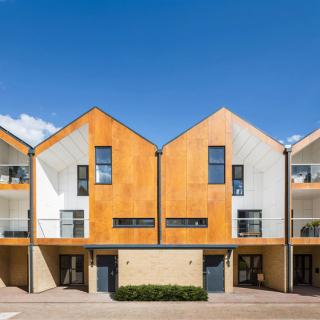 Cropped_large_WoodviewMews-GeraghtyTaylorArchitects-London-UK-2015-Parklex-Facade-Gold-02
